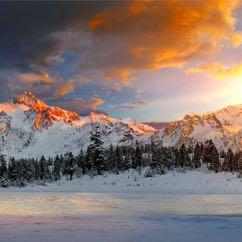 Hiver, montagnes, neige, soleil et tout ça en russe ! Зима