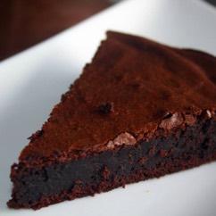 Alice fait son gâteau au chocolat préféré... Recette en russe et en français !