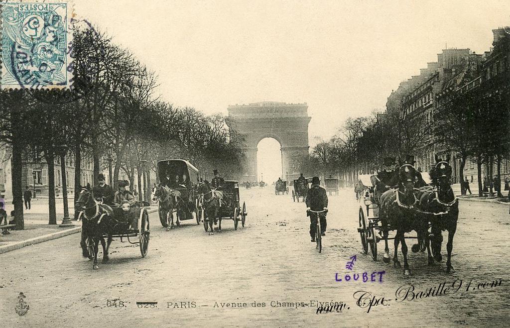 Carte postale ancienne - Les Champs-Elysées et l'Arc de triomphe