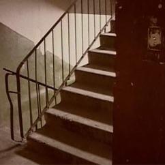 La cage d'escalier – une pièce de théâtre de Ludmila Petrouchevskaïa. Лестничная клетка