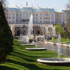 Peterhof ou la cour de Pierre. Петергоф