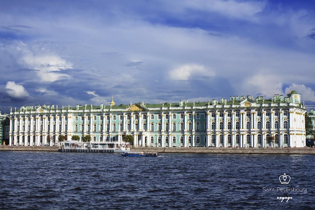 Le palais d'Hiver abritant le musée de l'Hermitage. Зимний дворец