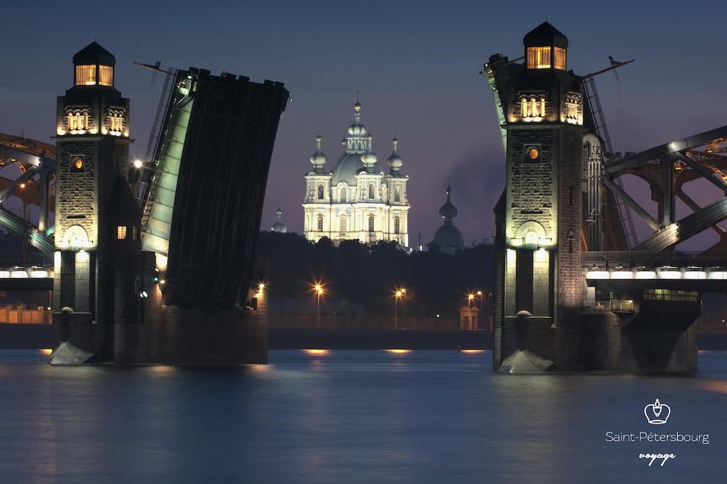 Saint Pétersbourg Pont levé nuits blanches Smolny Санкт Петербург мосты Смольный монастырь - Stage de Russe à Saint-Pétersbourg, Niveau Elémentaire