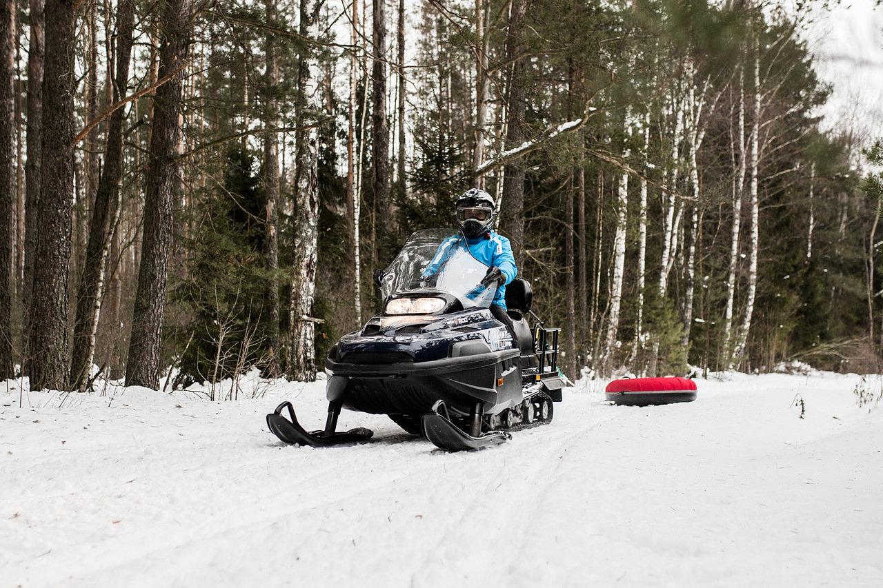Forêt biélorusse en moto-neige utilisé dans la page Stage de Russe en Biélorussie lors du Carnaval Slave