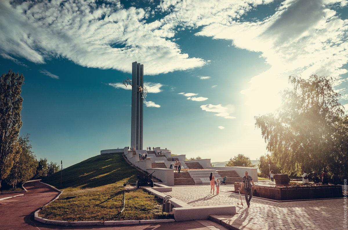 Monument-guerre-Saratov-Cigognes-памятник-журавли-Саратов